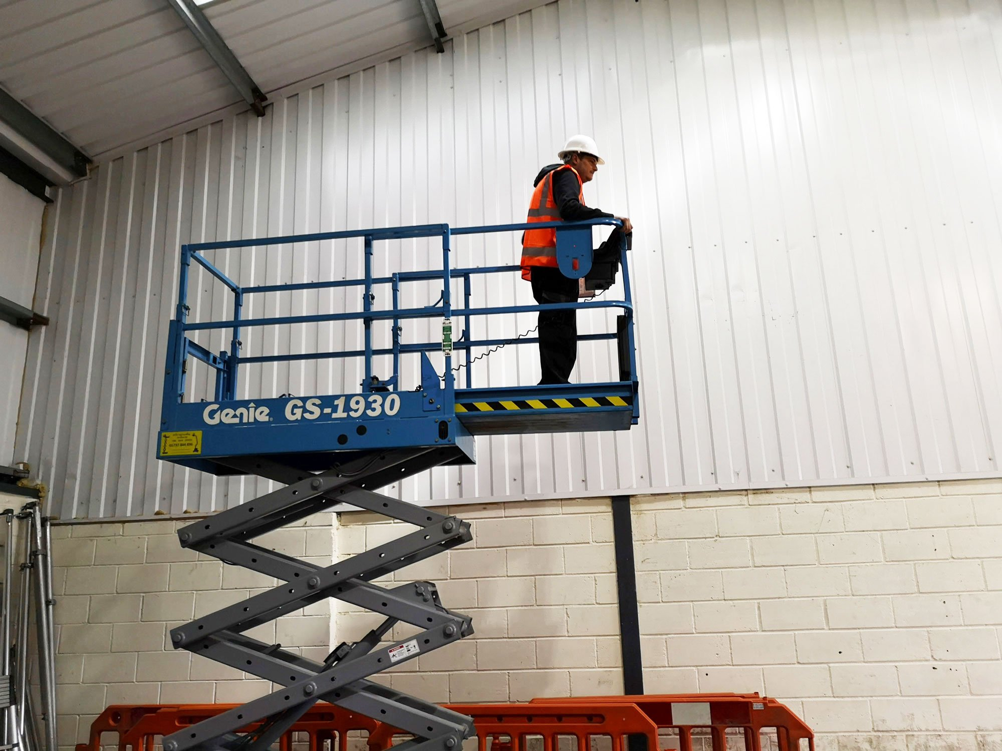 Maintaining and Servicing Scissor Lifts